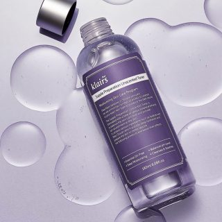 Yes Yes Yes! Klairs Unscented Toner is back in stock 💜  Photo @klairs.global   #kokoskinfi #korealainenkosmetiikka #kbeautyklairs #koreanskincareproducts #korealainenihonhoitorutiini #toneroftheweek #letskbeauty
